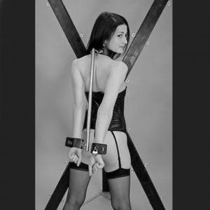 BDSM postura de servidumbre de la barra de sujeción