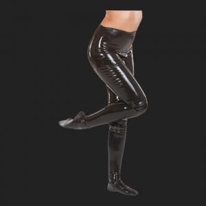 leggings de látex negra atractiva.