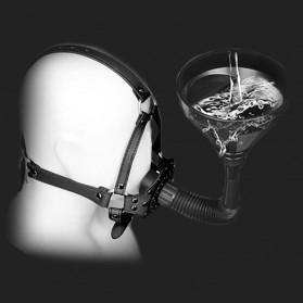 BDSM Trichter Mundknebel pissen