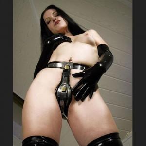 Mujer cinturón de castidad bondage